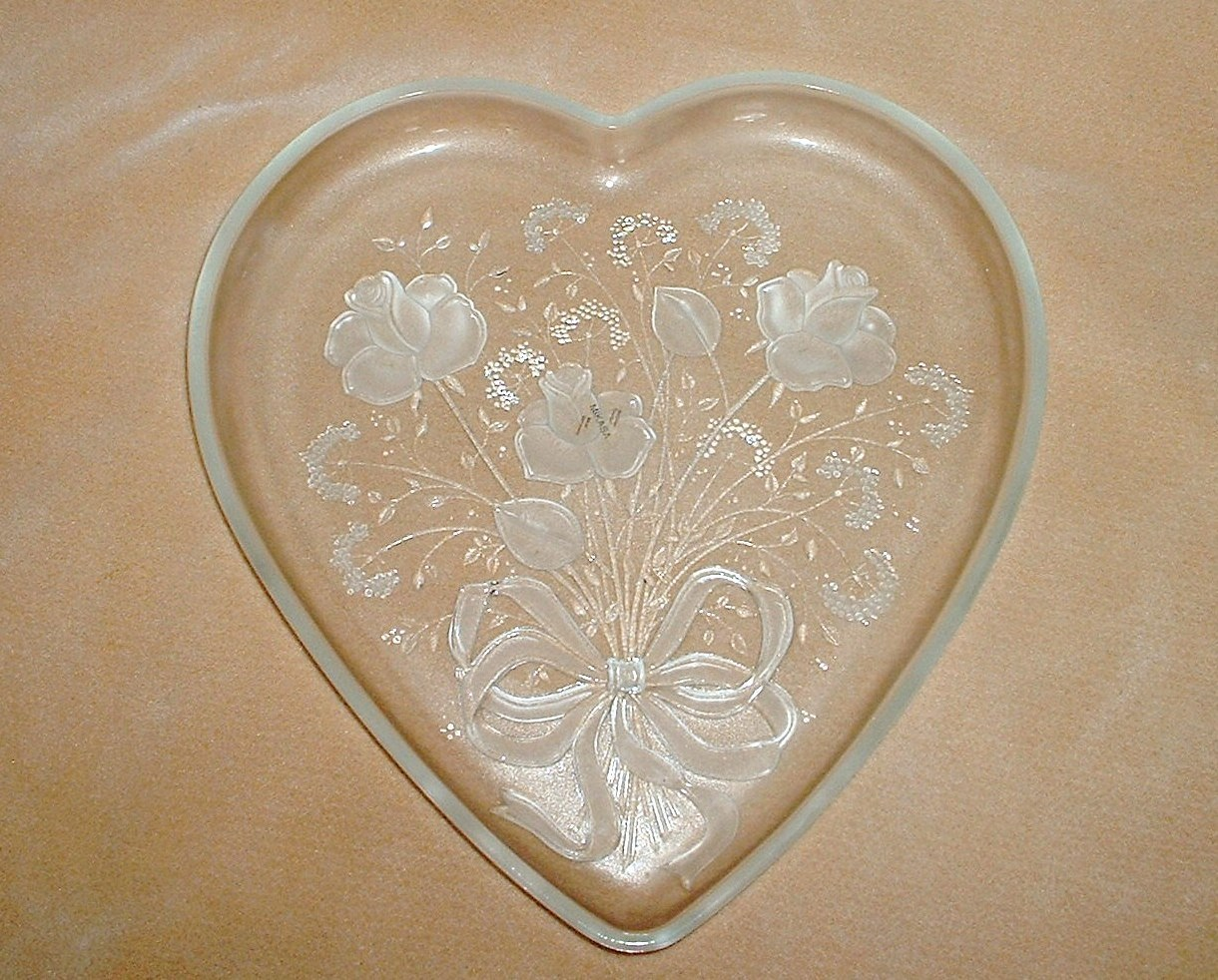 Miksa_glass_heart_platter