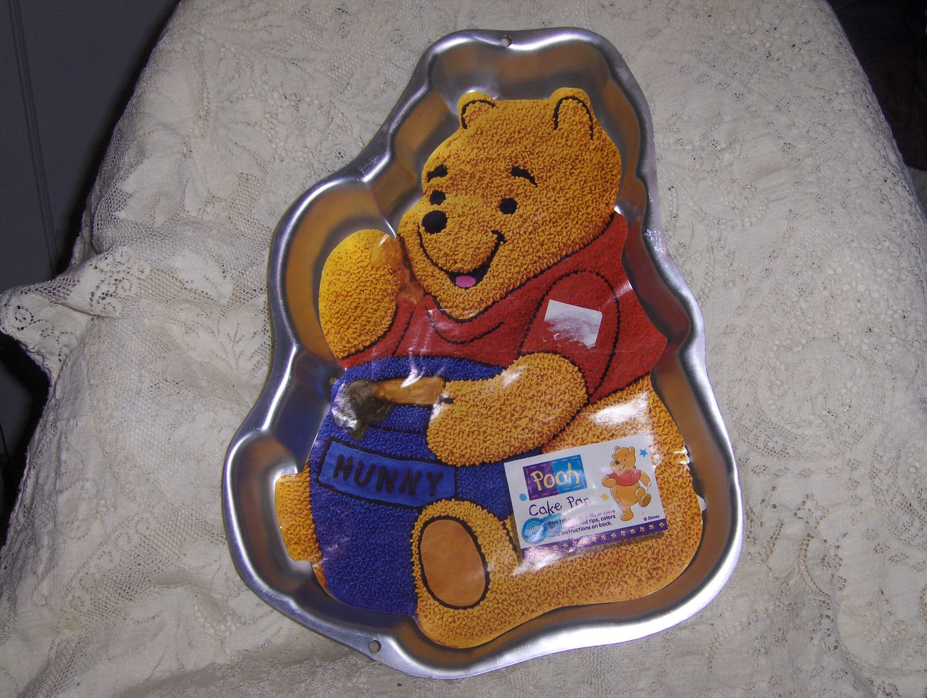 Wilton Vintage Winnie The Pooh With Honey Pot Cake Pan