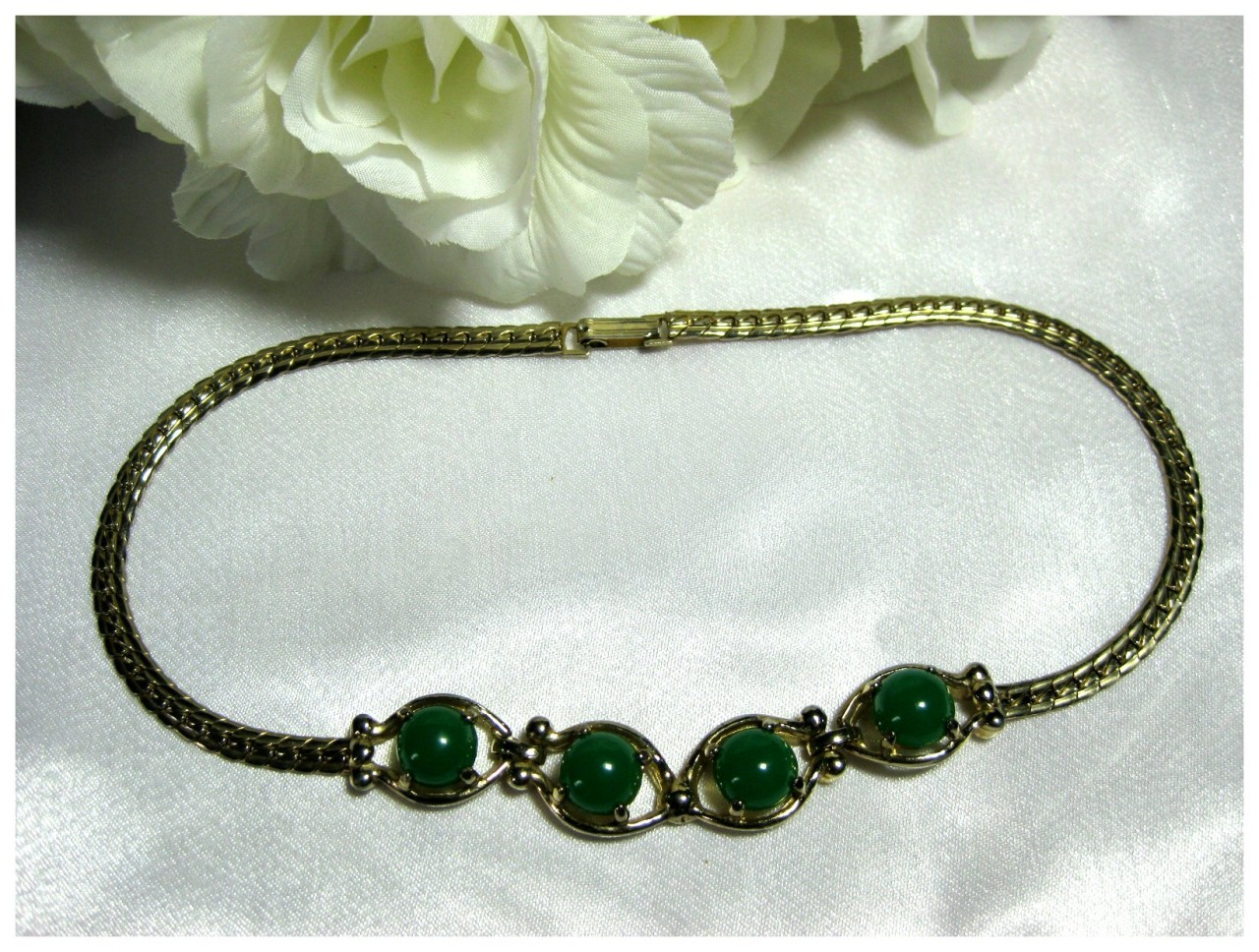 Vintage Gold Tone Choker Necklace w/Green Thermoset Cabochon