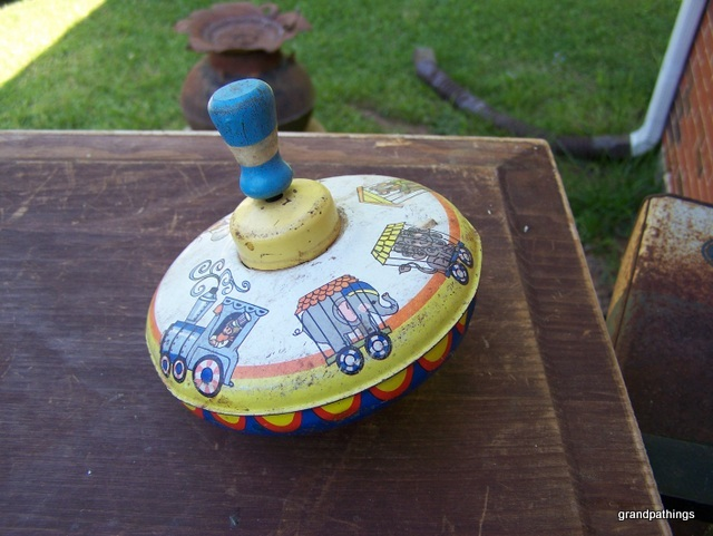 Ohio Art spinning top Lot 208