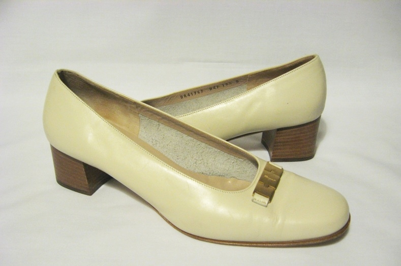 Salvatore_ferragamo_leather_pumps_shoes_heels_ivory
