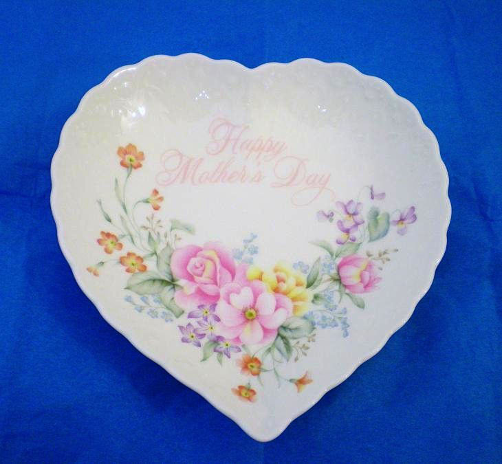 Image 2 of Happy Mothers Day Heart Shaped bone china dish by Mikasa