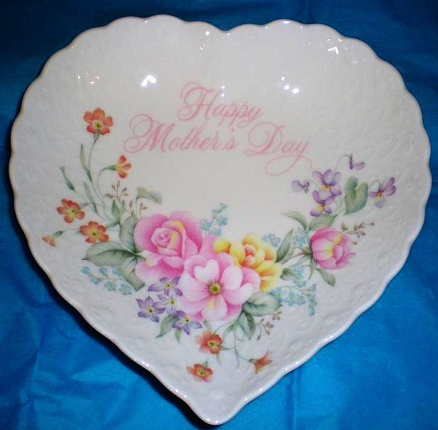 Image 0 of Happy Mothers Day Heart Shaped bone china dish by Mikasa