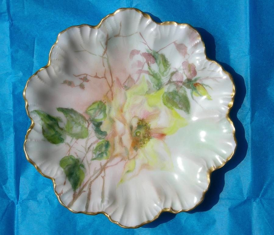 Image 1 of Limoges artist painted signed scallop plate gold trim 1907