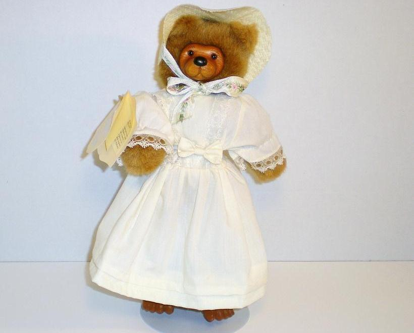 Image 0 of Robert Raikes Collectible Bears Elsie Bear 1989