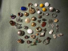 Broken_jewelry_thumb200