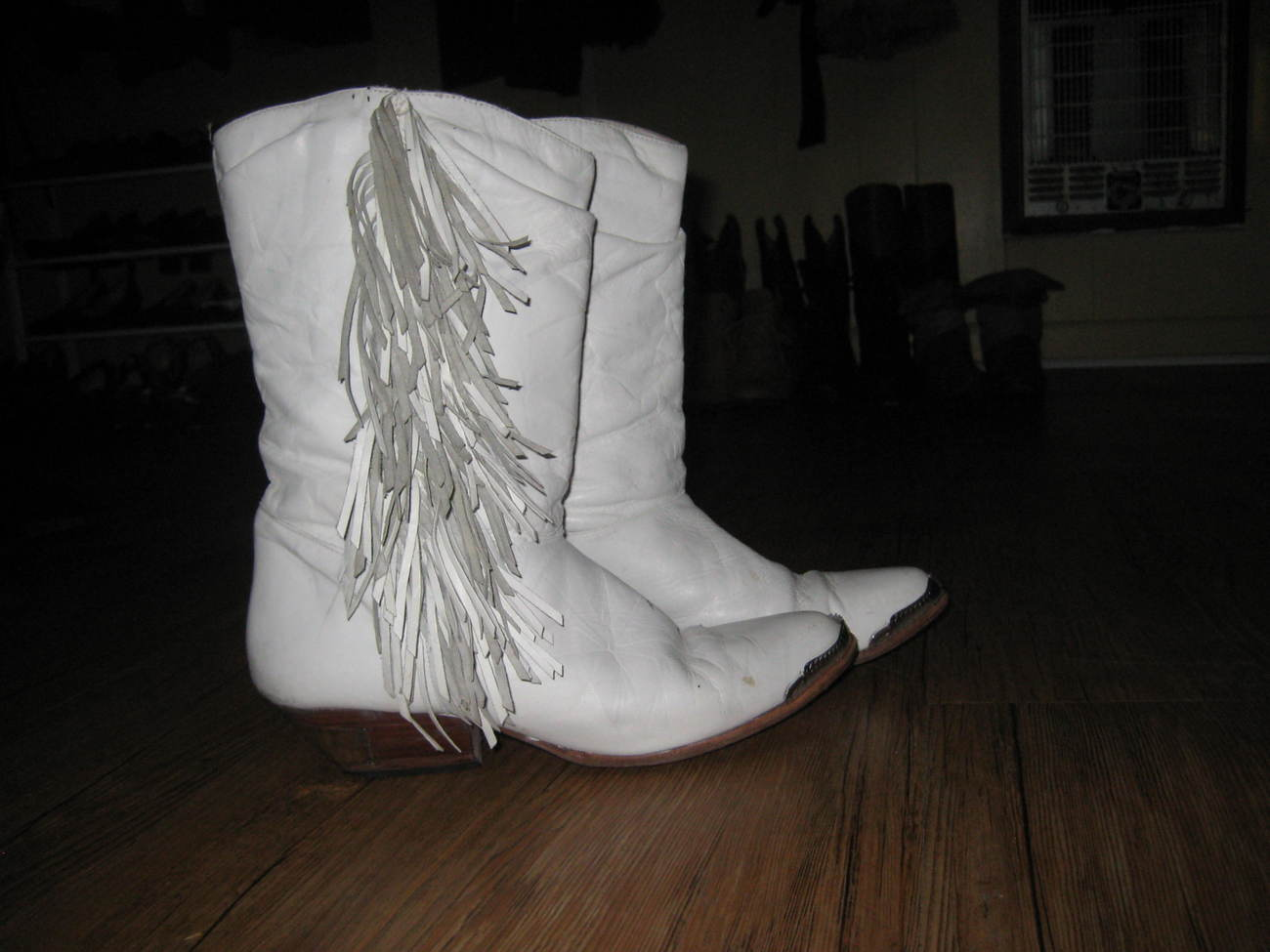 11abf89ce5c Goodbuy of the Day: Vintage White Leather Fringe Cowboy Boots 10 ...