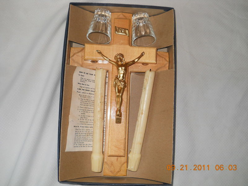 Vintage Last Rites Sick Call Crucifix Blond Wood Cross Candles Glass Gold Jesus