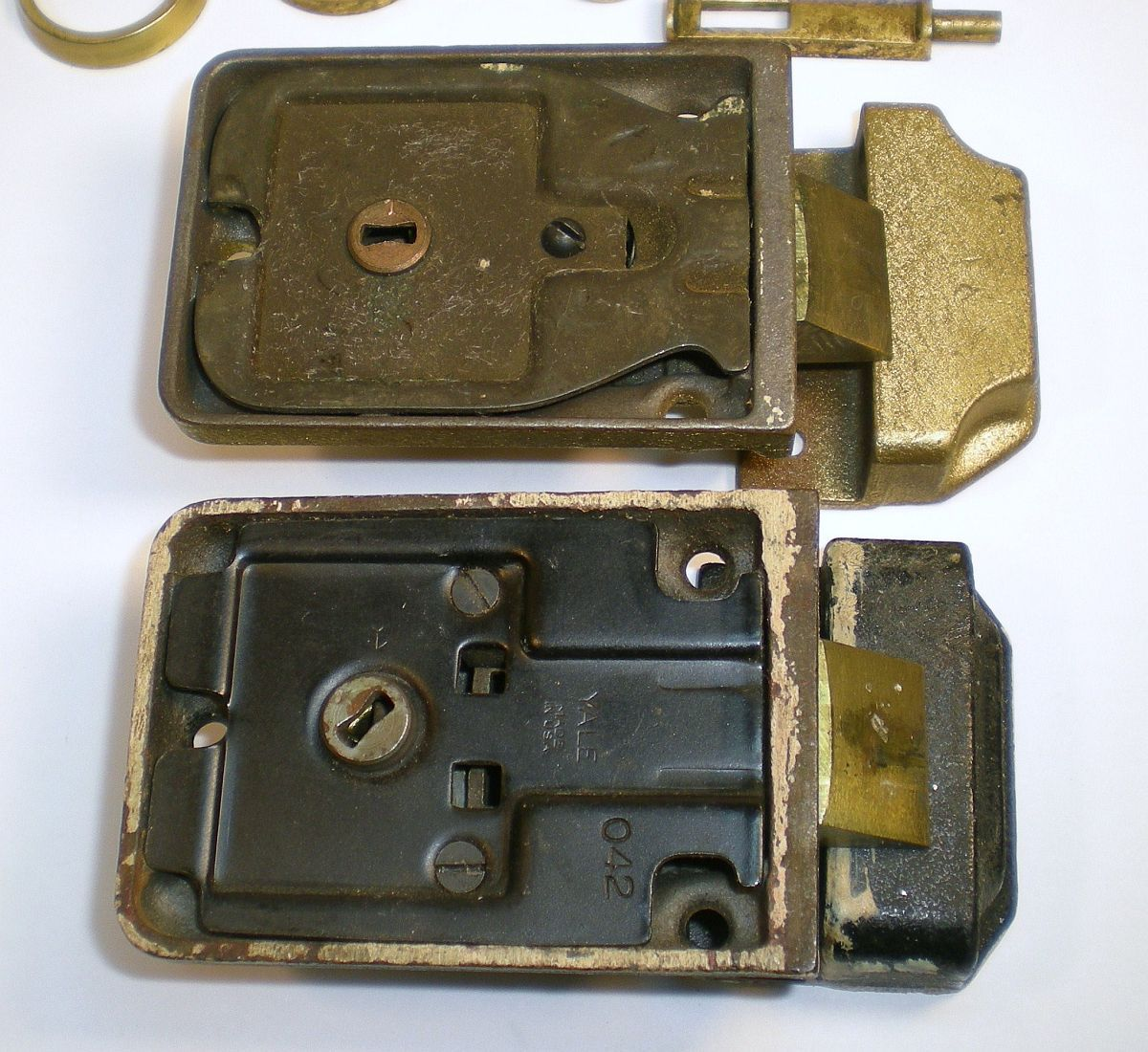 Vintage yale deadbolt locks 042 cylindar locks door for Door yale lock