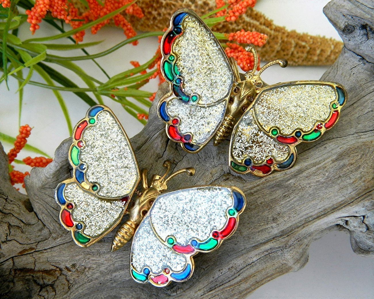 2_vintage_trembler_butterfly_brooch_pin_wings_glitter_moveable
