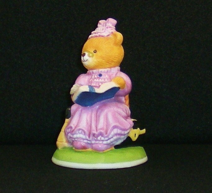 Image 3 of Mrs. Harriet Teddington porcelain bear Carol Lawson 1986