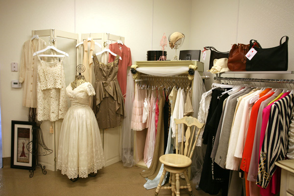 Chanel-iman-red-bag-boutique-la-2_1__thumb960