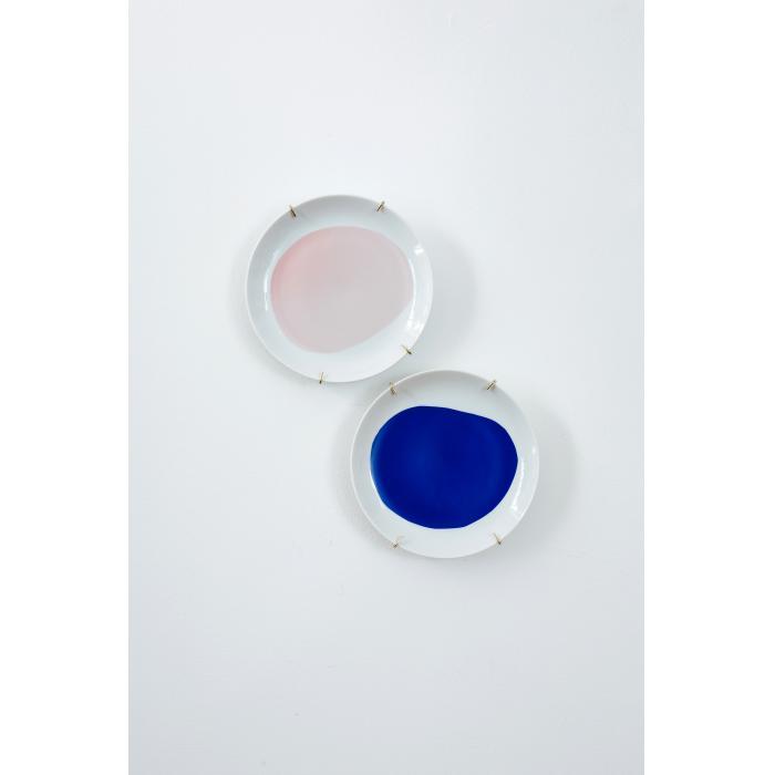 Pratos rosa e azul cobalto