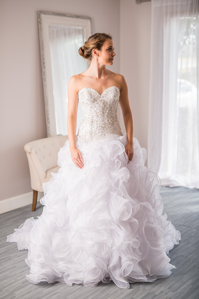 Allure bridals size 0 - $1150 - (50% OFF)