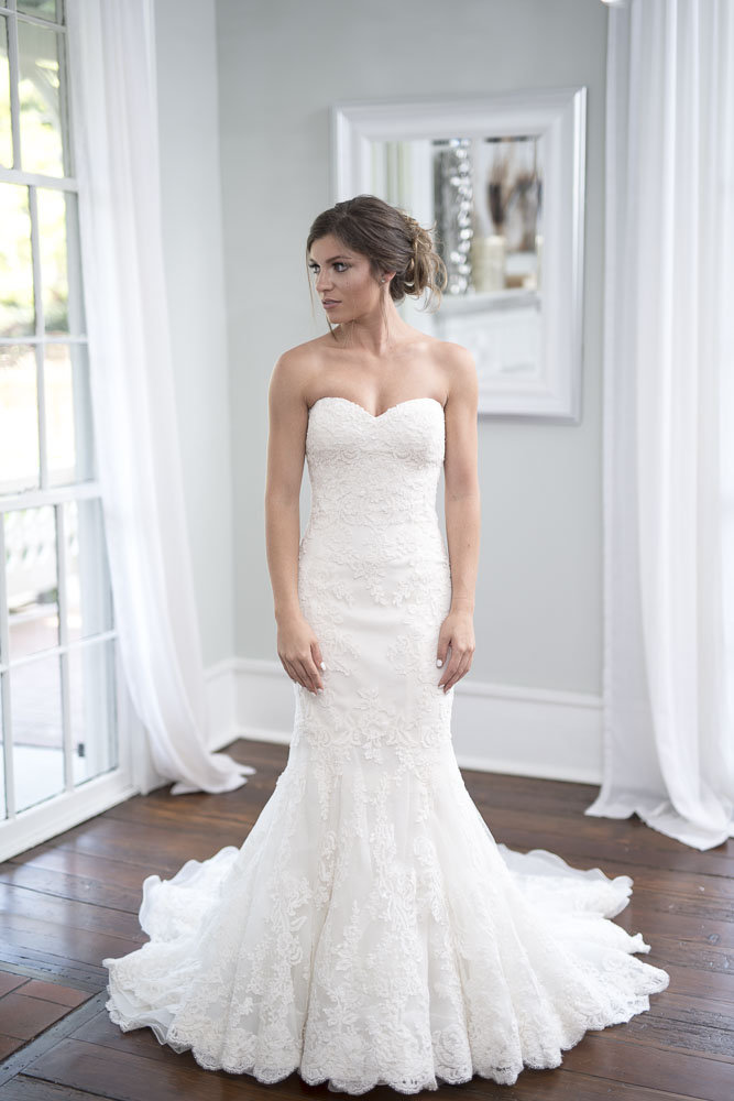 Enzoani - Dakota - size  - $1300 - (35% OFF)