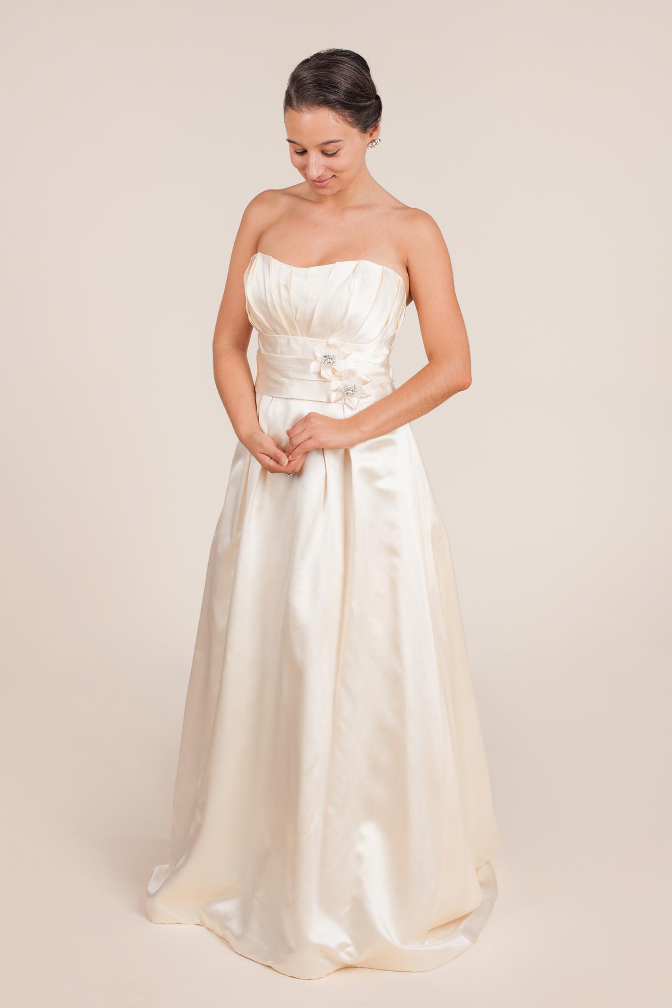Paloma blanca size 0 - $720 - (28% OFF)