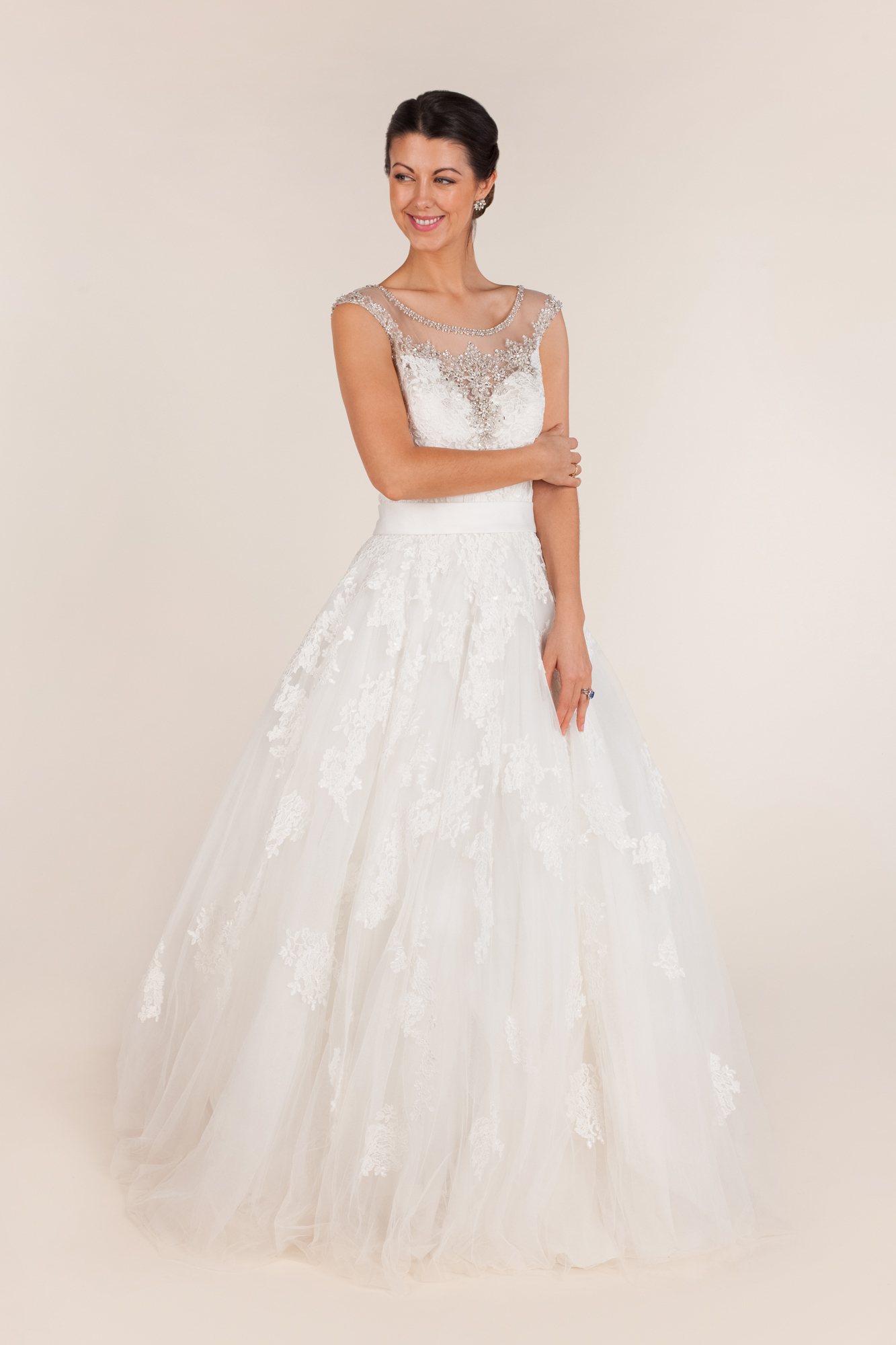 Allure bridals - 9114 size  - $650 - (59% OFF)