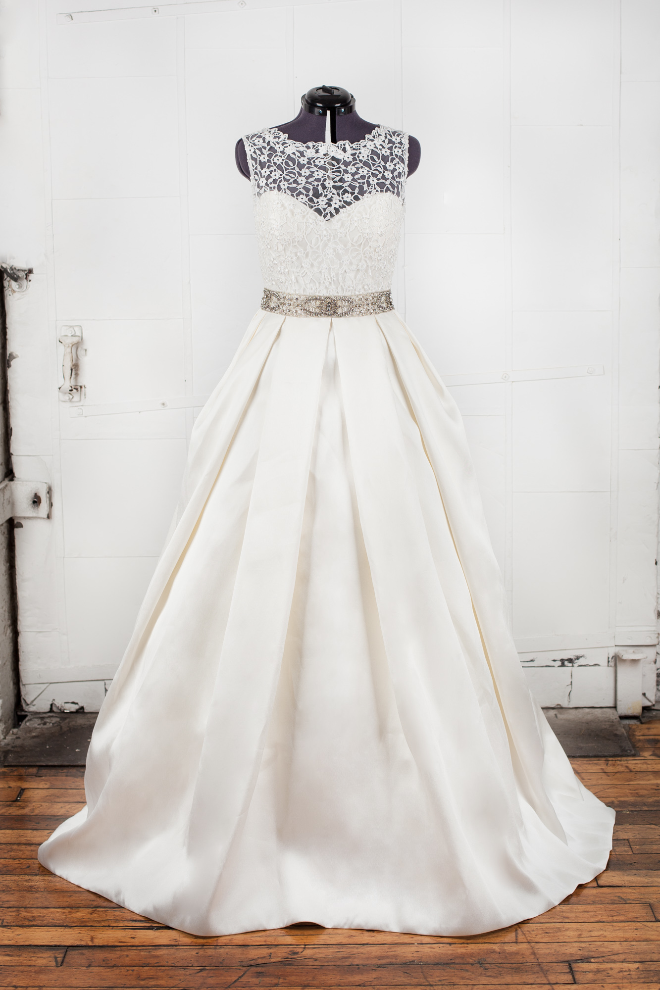 Alma Novia - Niquel Wedding Dress