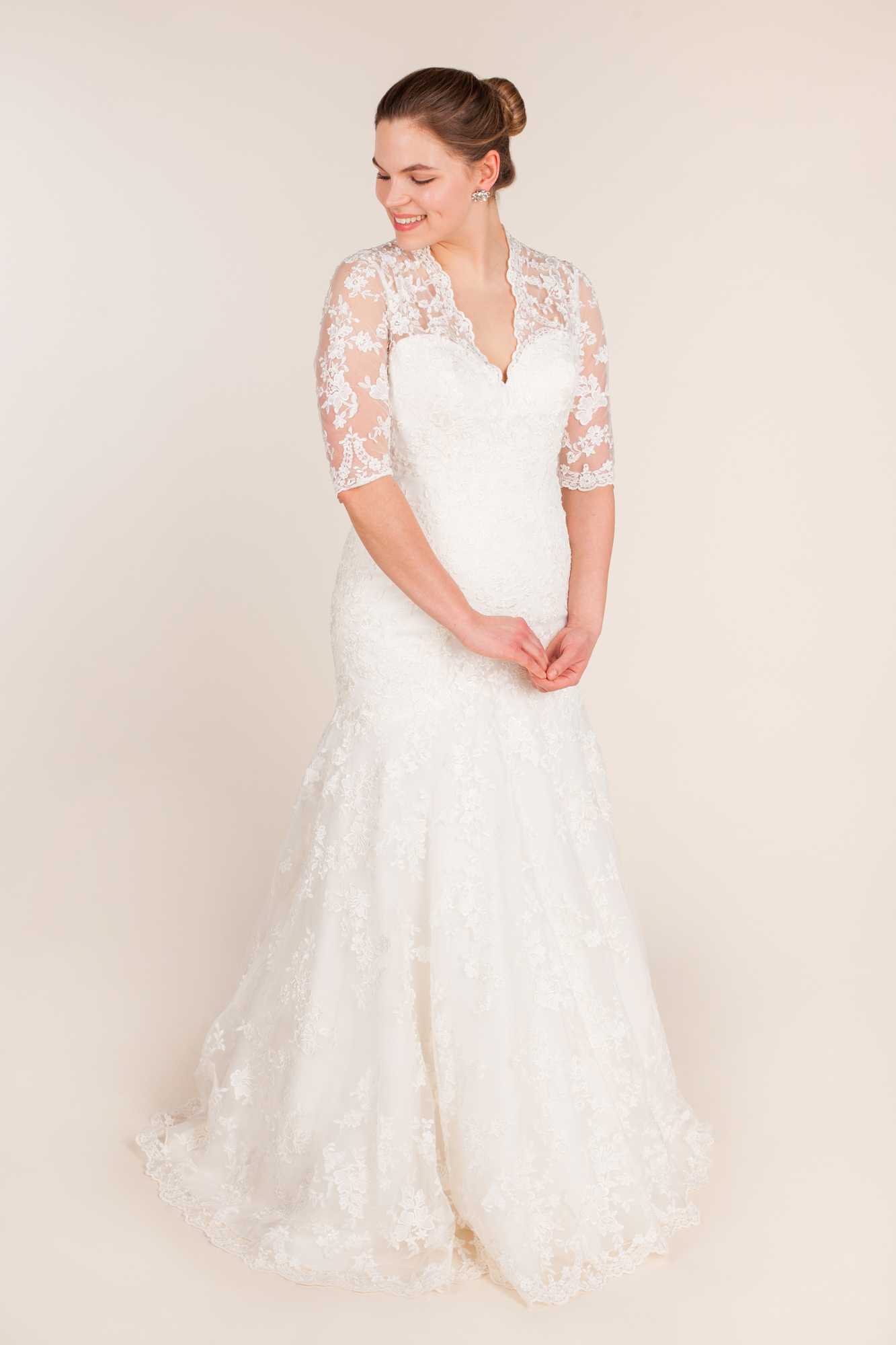 Allure bridals - 8900 size  - $850 - (29% OFF)