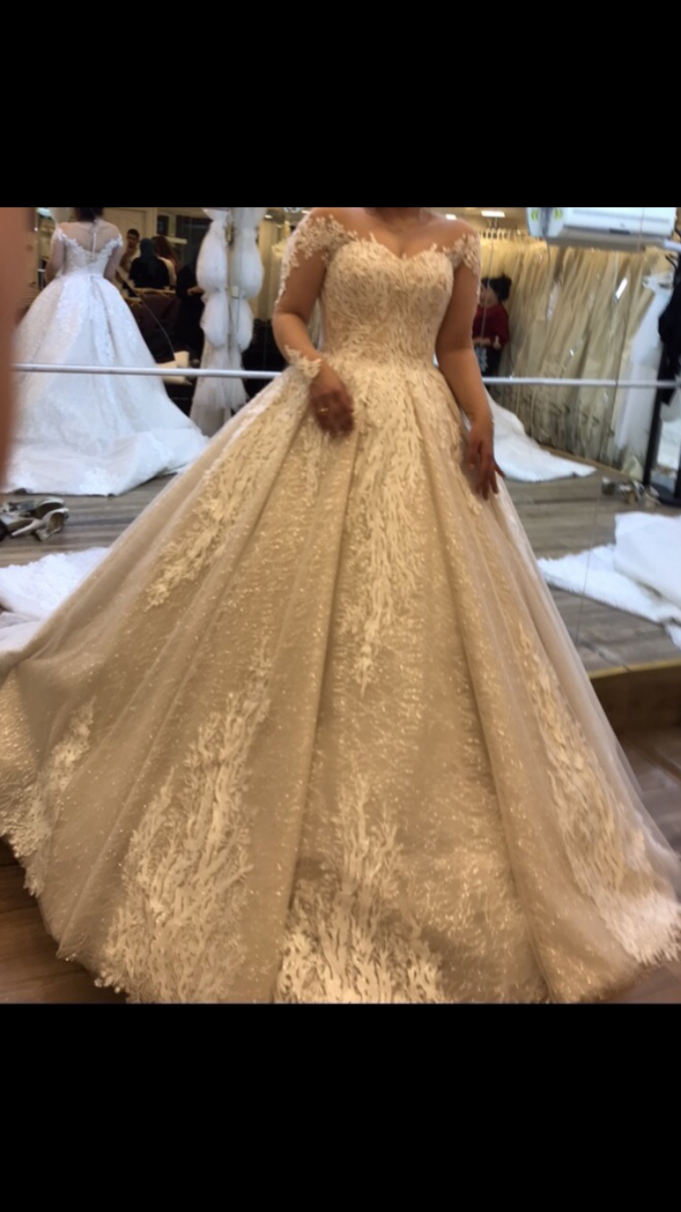Ball gown - size 6 - $3200 - (29% OFF)