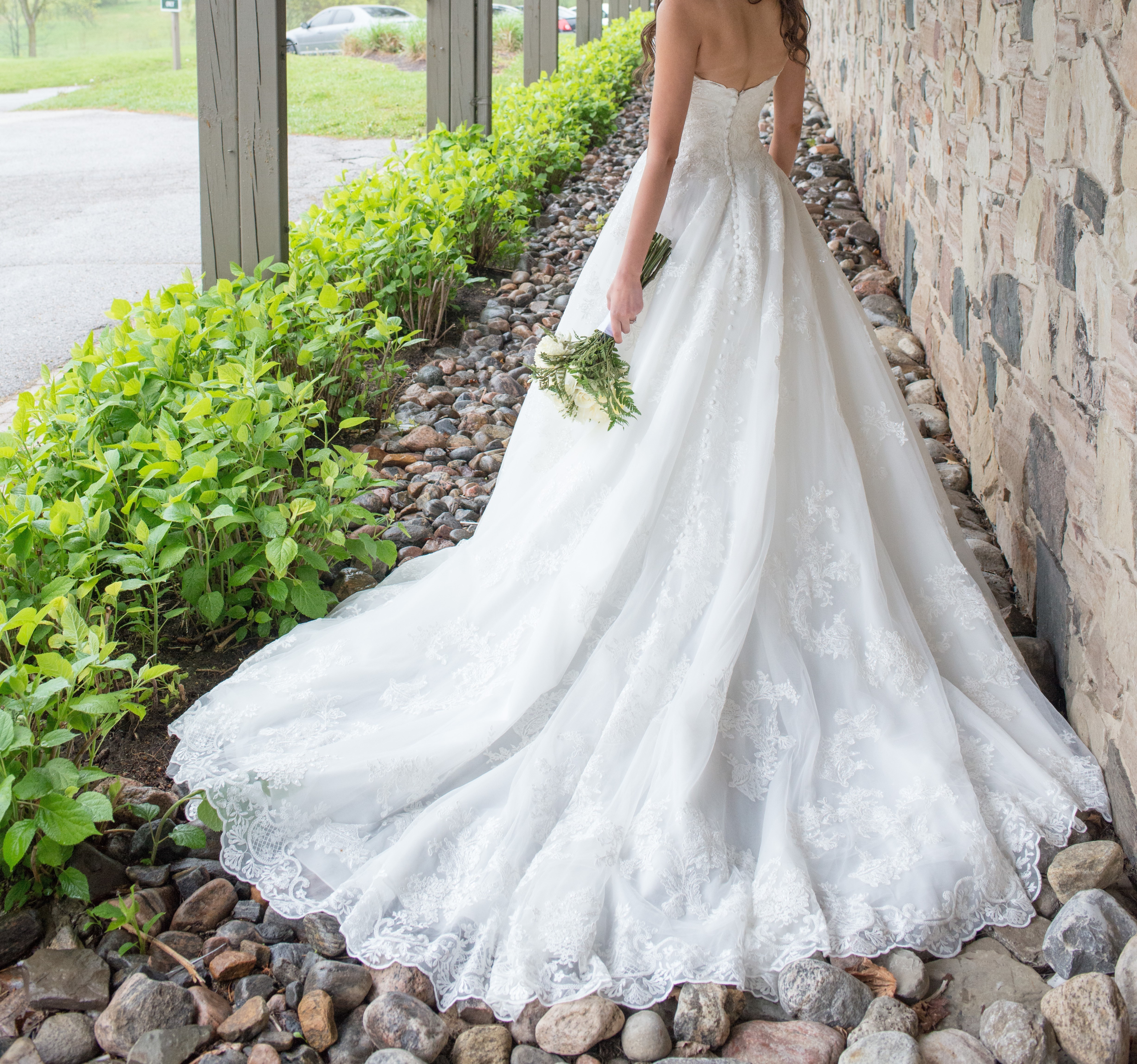 Allure bridals - n/a size 4 - $900 - (74% OFF)