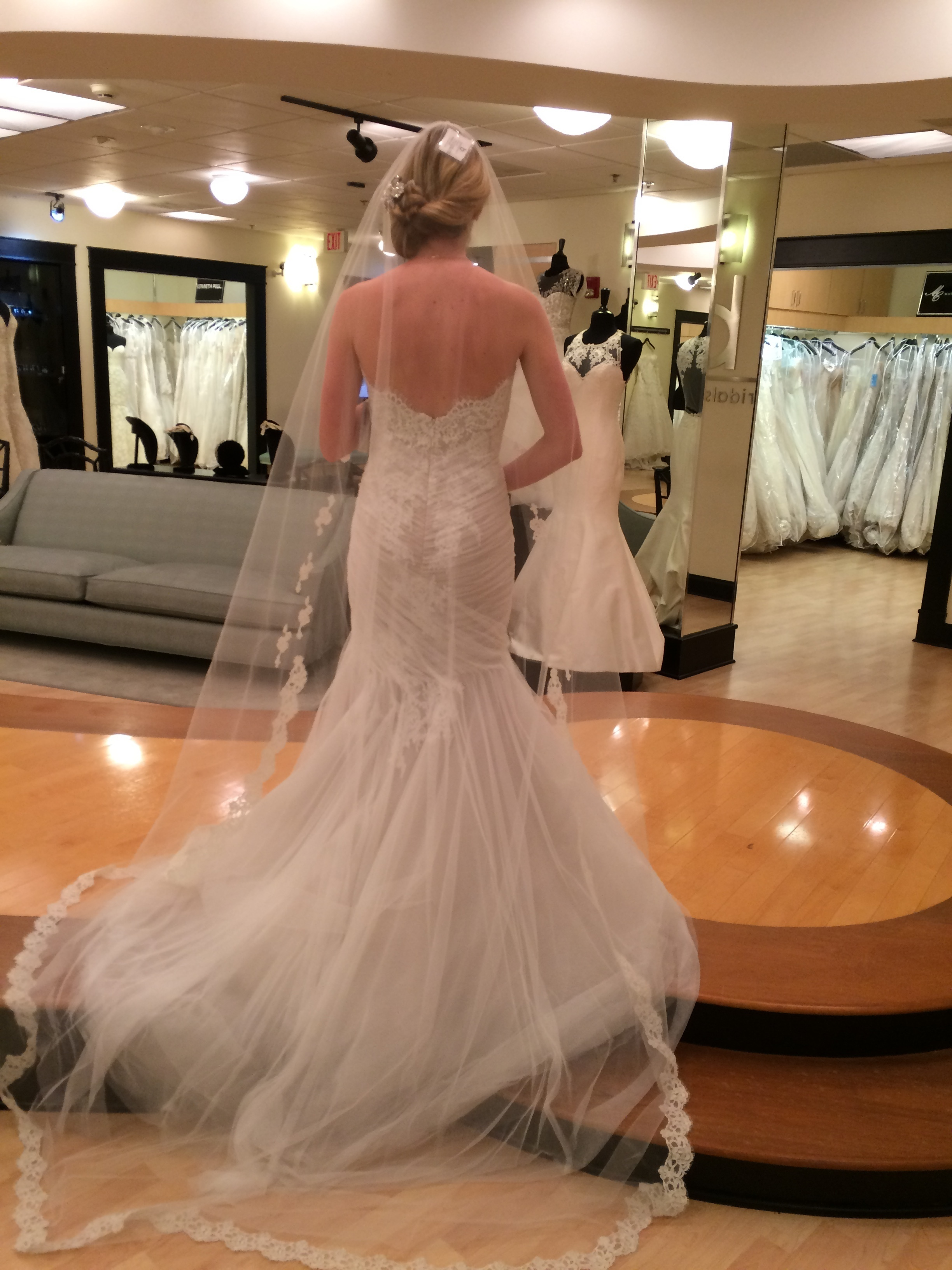 Monique lhuillier - 1516 size 6 - $2000 - (38% OFF)