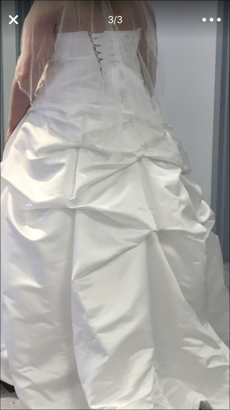 Alfred angelo - Unknown size 22 - $2000 - (33% OFF)