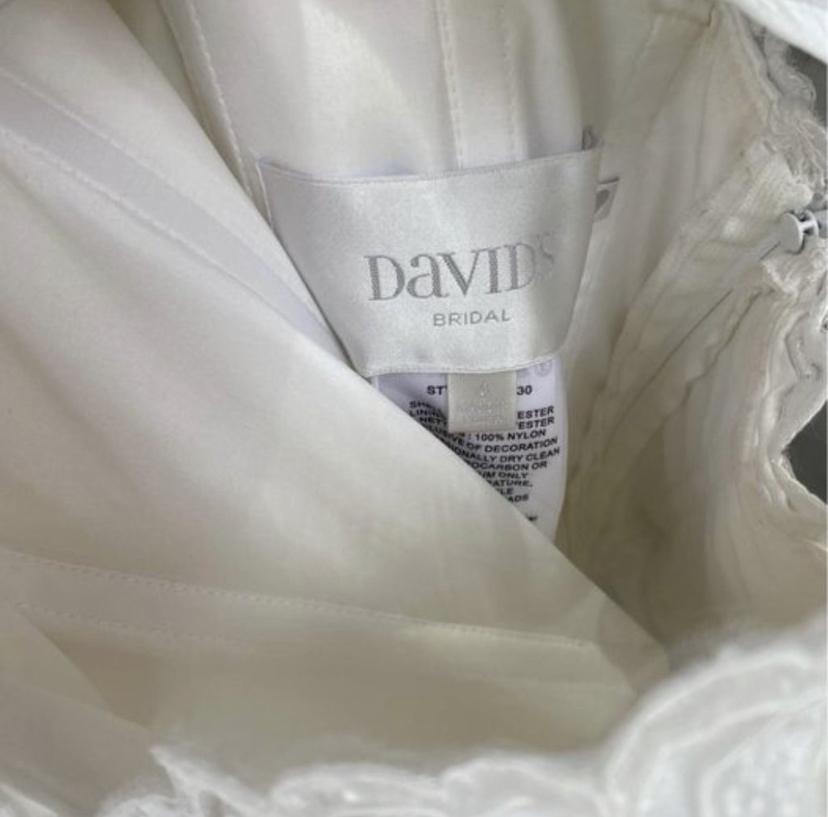 David's bridal - Lace and Organza Petite Wedding Ball Gown size 4 - $200 - (75% OFF)