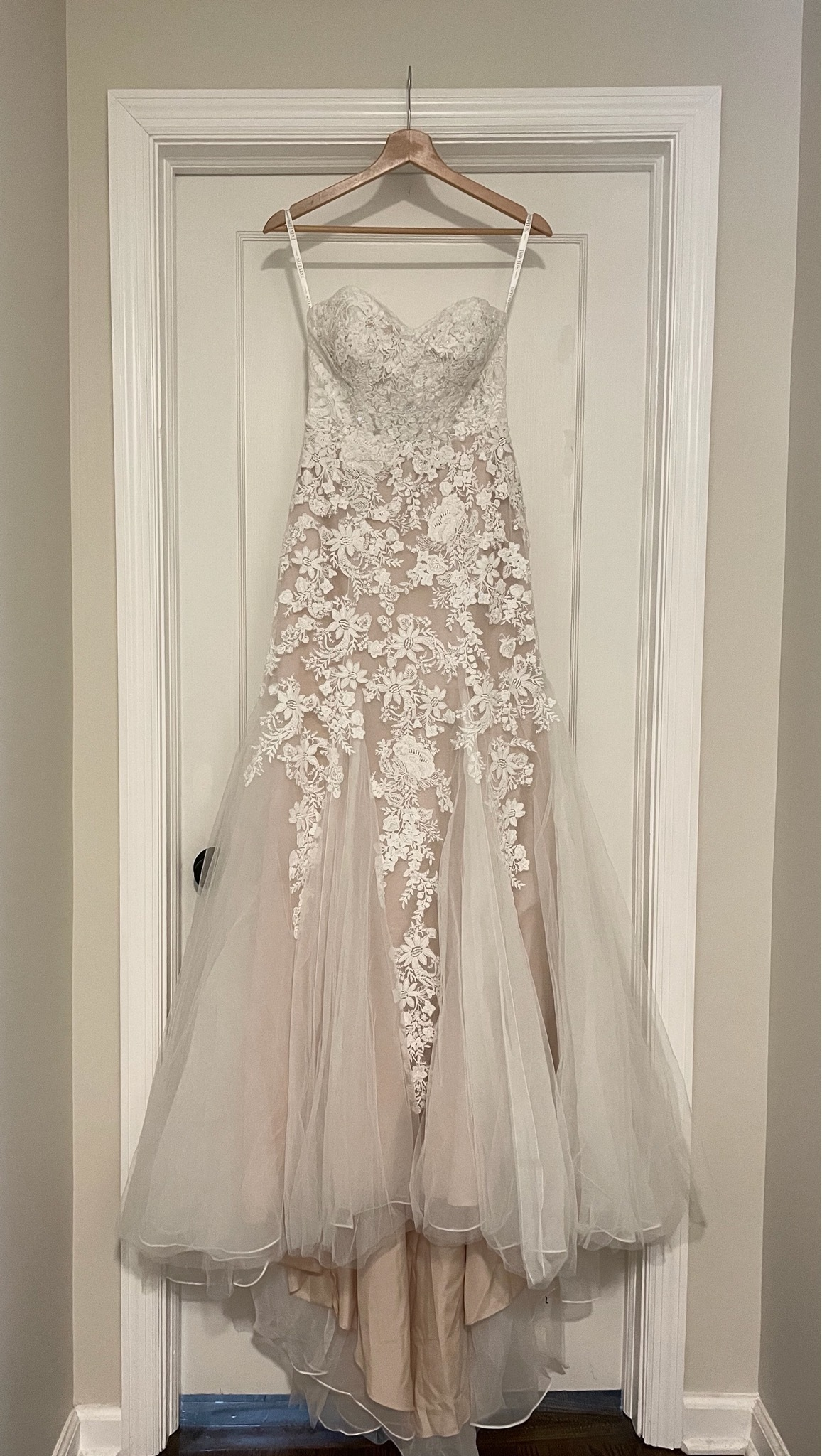David's bridal - Floral beaded lace and tulle mermaid wedding dress size 2 - $599 - (33% OFF)