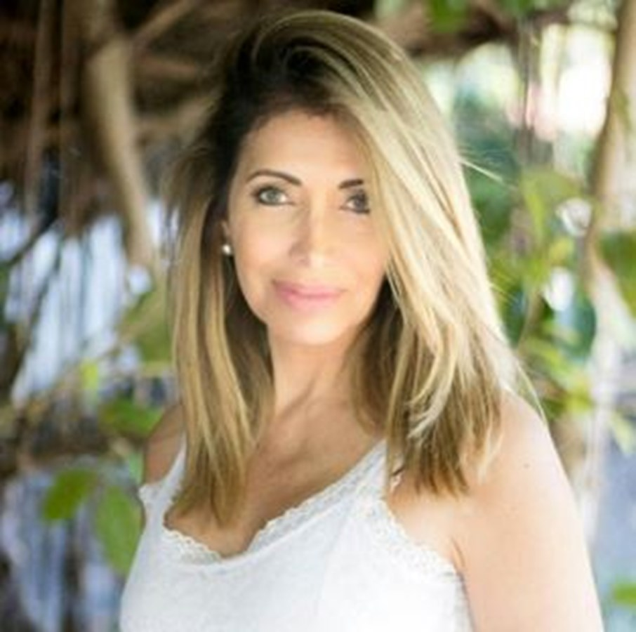 Alexandra Tovar Photo 26391 Side