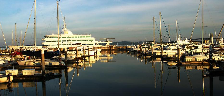 Luxury Yacht Charter Raffles Marina