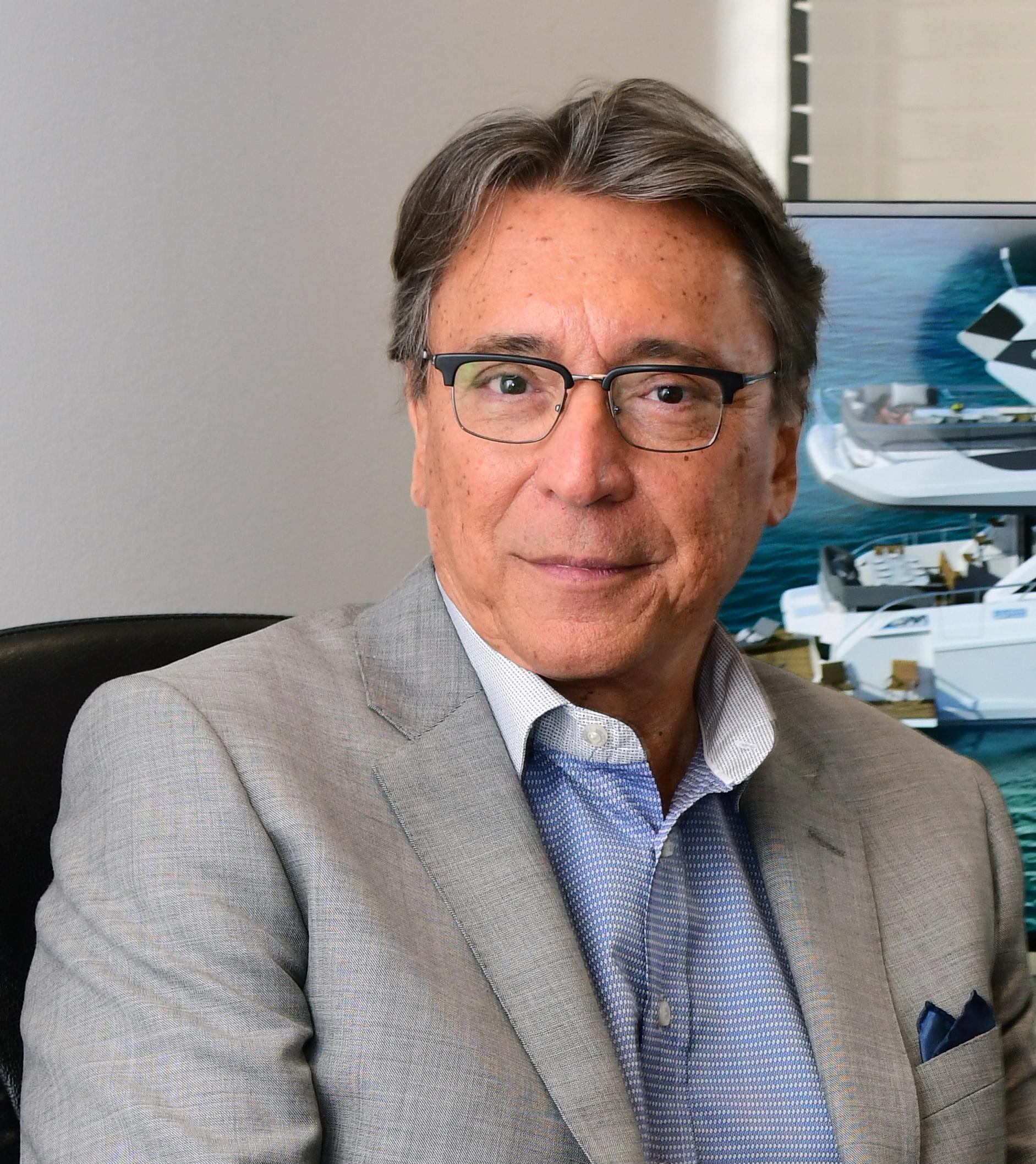 Luiz DeBasto prof