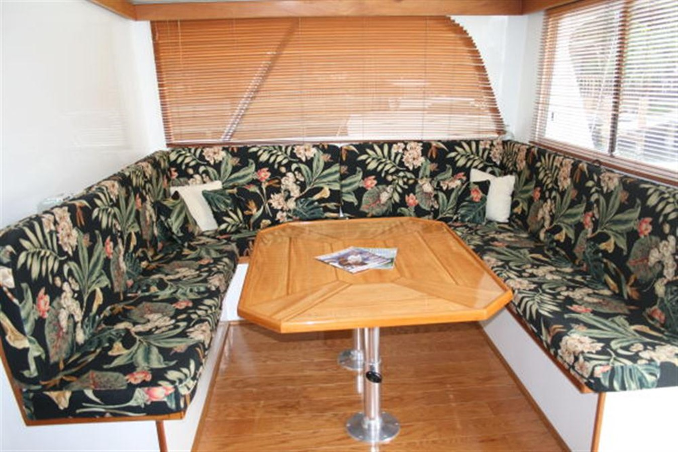 SALON DINING TABLE 1998 CUSTOM Mick Jarrod PowerCat Sportfisher/Dive Boat Catamaran 156652
