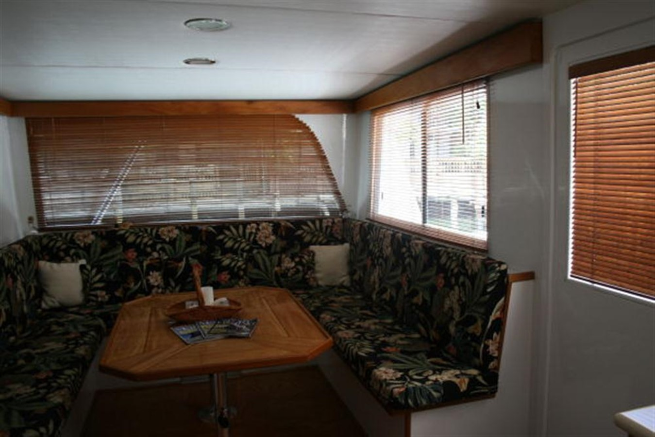 SALON  DINING TABLE 1998 CUSTOM Mick Jarrod PowerCat Sportfisher/Dive Boat Catamaran 156666