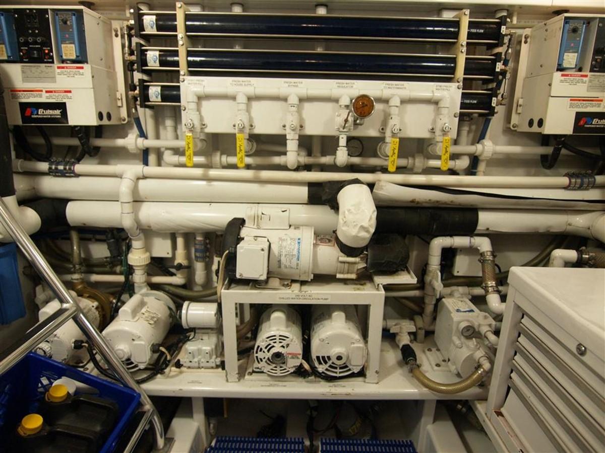 Engine Room  1999 TRIBUTE  Sport Fisherman 644140