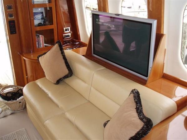 2003 VIKING Sport Cruiser Motor Yacht 241231