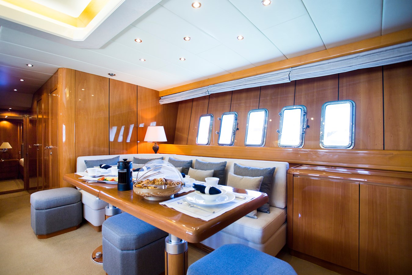 img_0024 2000 OVERMARINE GROUP  Motor Yacht 2880040