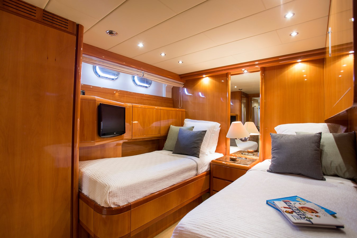 img_0031 2000 OVERMARINE GROUP  Motor Yacht 2880042