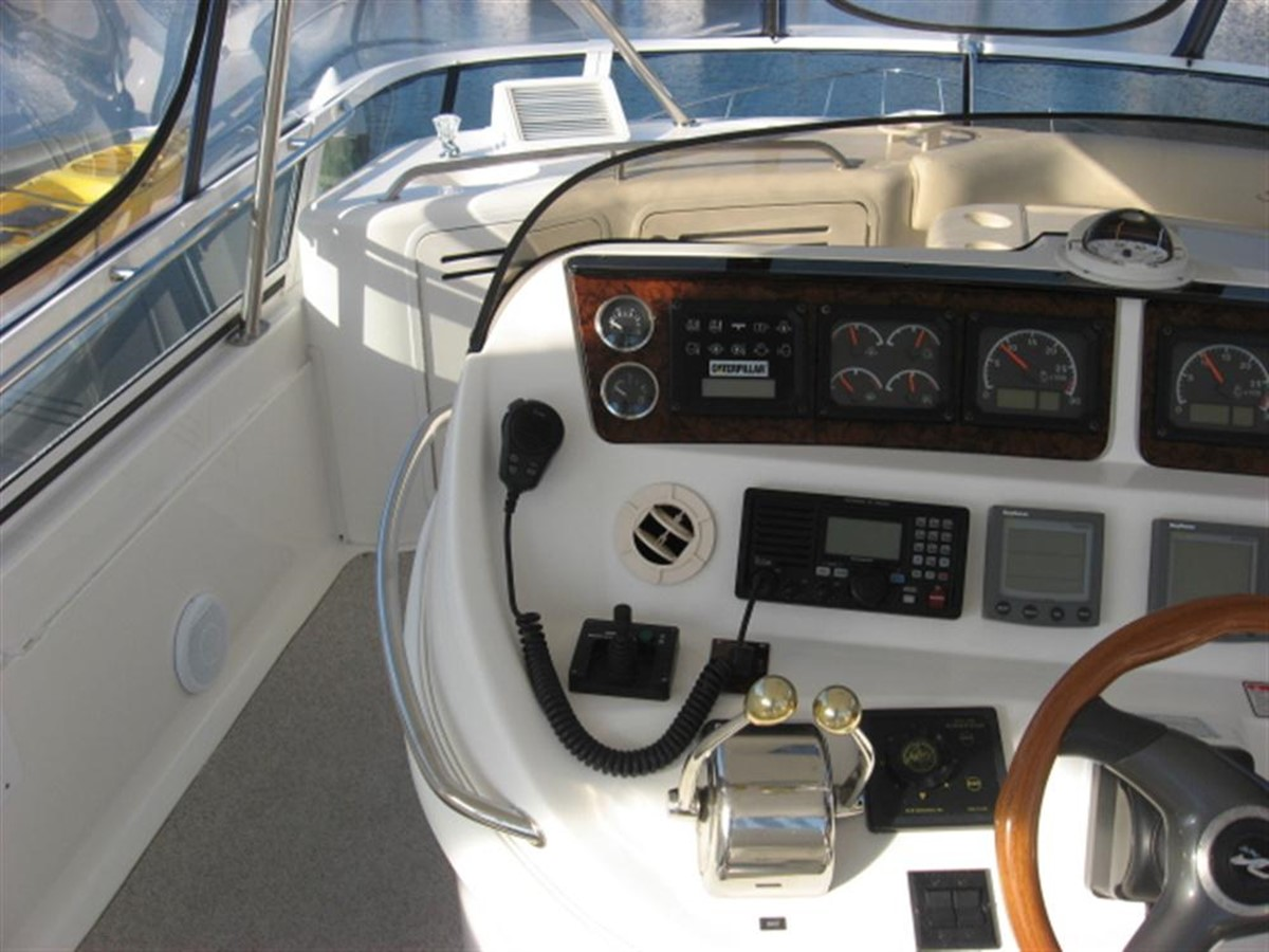 Helm Station 2001 SEA RAY 480 Sedan Bridge Motor Yacht 349639