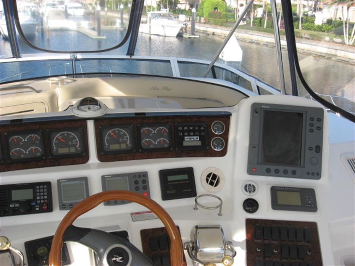 Helm Station 2001 SEA RAY 480 Sedan Bridge Motor Yacht 349640