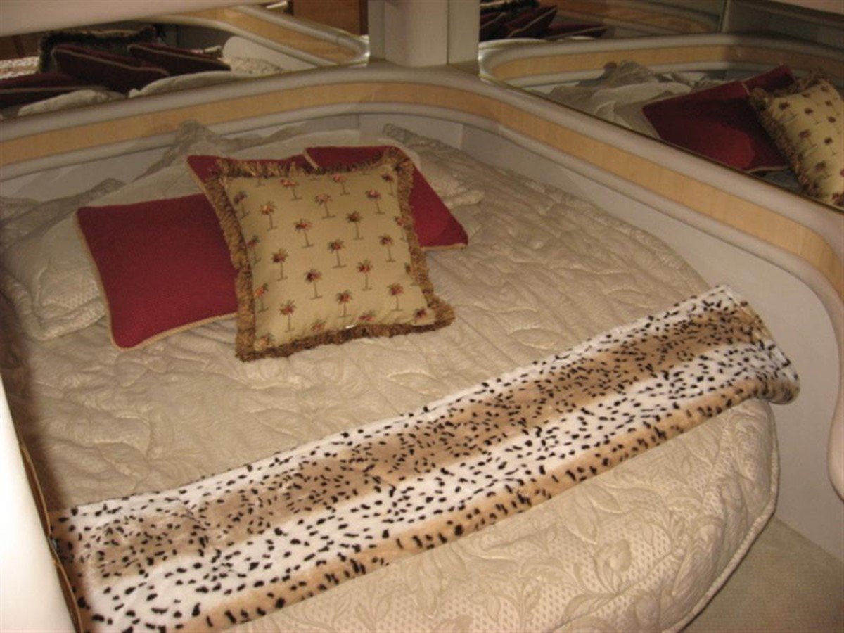 VIP SR 2001 SEA RAY 480 Sedan Bridge Motor Yacht 349646