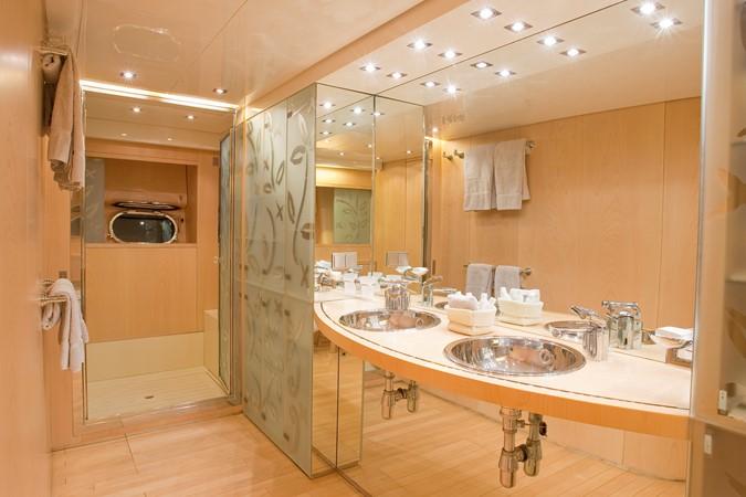 Leopard 26 - Bathroom 2001 ARNO Leopard 26 Commercial Vessel 904072