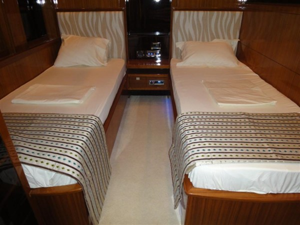 Twin cabin 2008 Noble Yachts 32SY Cruising Sailboat 416327