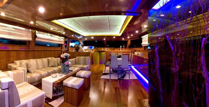 Saloon 2008 Noble Yachts 32SY Cruising Sailboat 416342