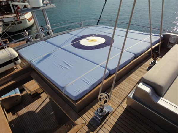 Fly bridge sun beds 2008 Noble Yachts 32SY Cruising Sailboat 416349