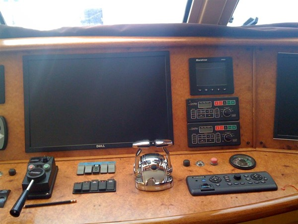 Pilothouse helm console 2008 CATMAN CATS Power Cat with enclosed pilot house Catamaran 648879
