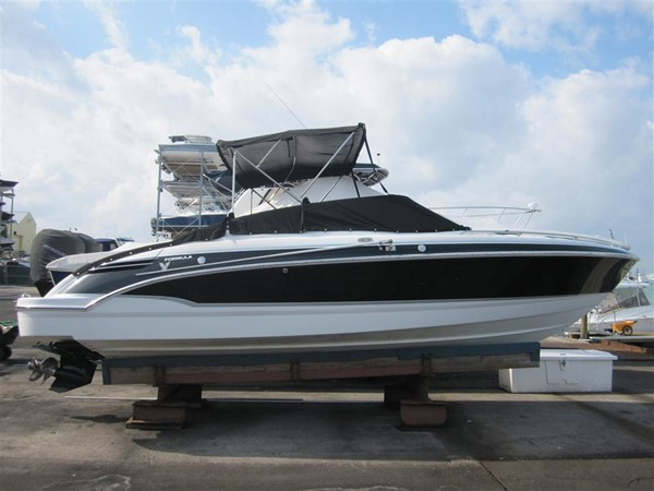 2005 FORMULA  Deck Boat 671147