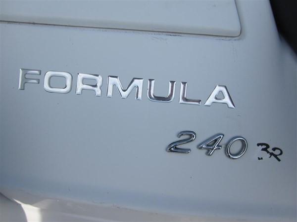 2005 FORMULA  Deck Boat 671165