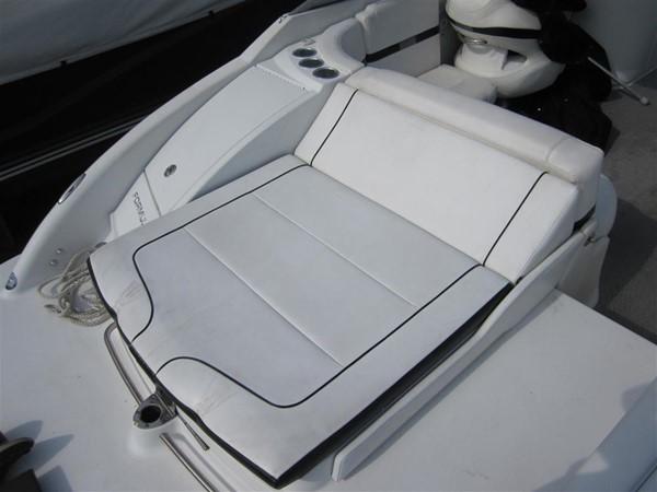 2005 FORMULA  Deck Boat 671177