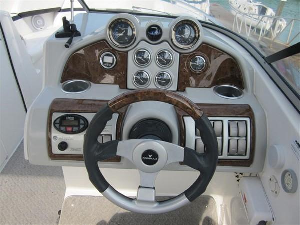2005 FORMULA  Deck Boat 671184